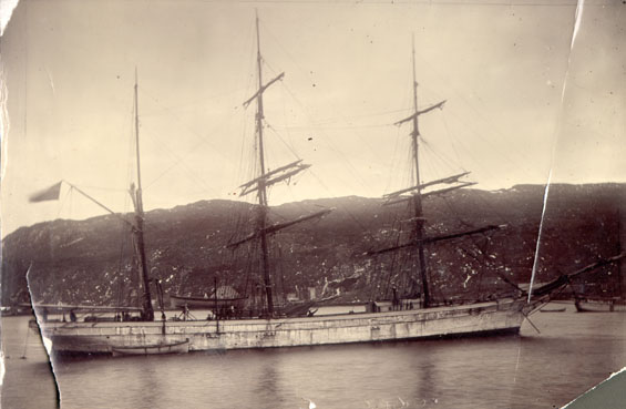 Unidentified 3 masted vessel