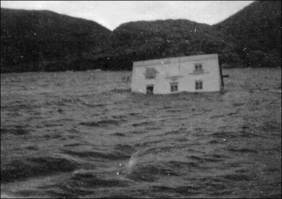 House in transit from Deep Bay to Fogo sinking